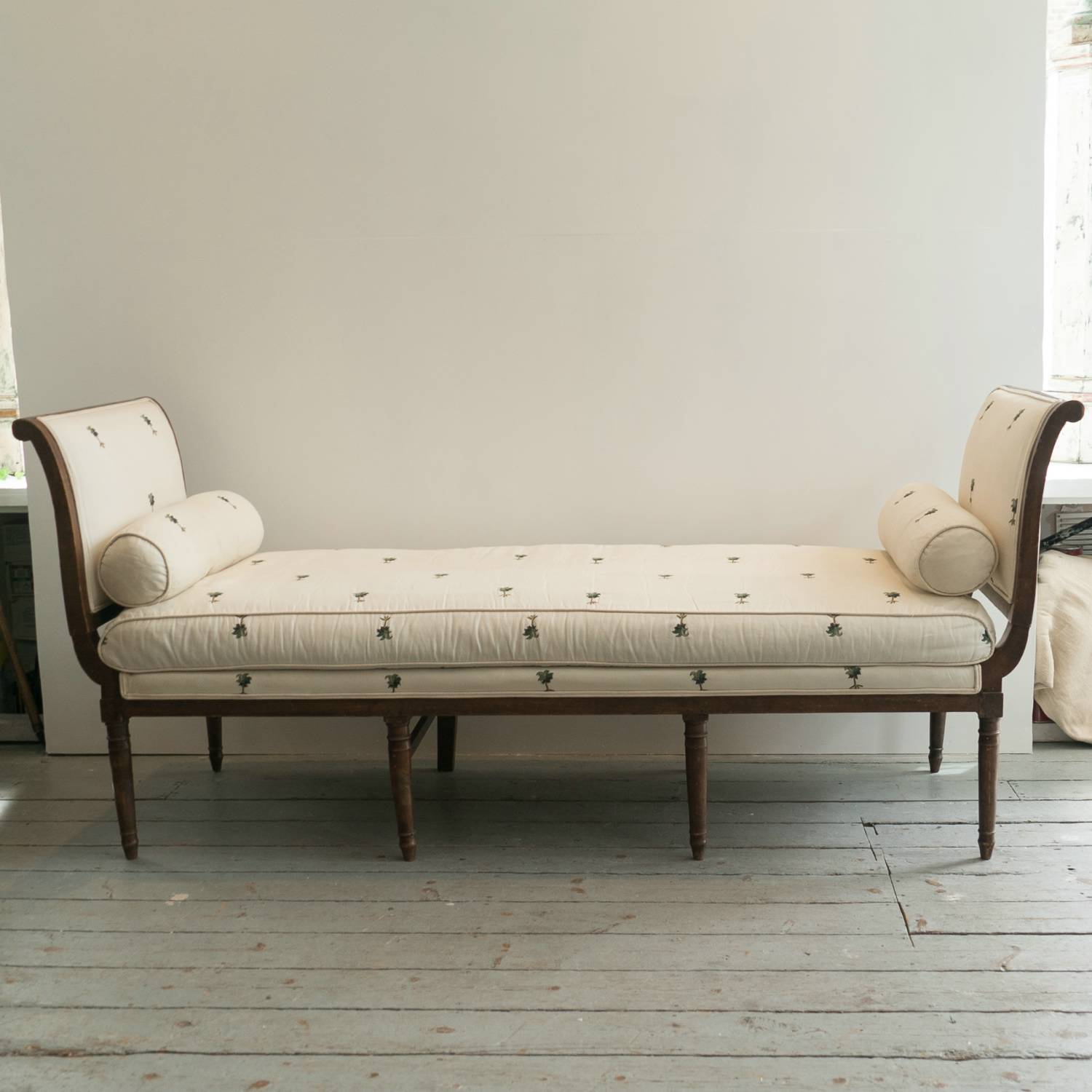 pin french chaise printed script calligraphy furniture longue sofa linen